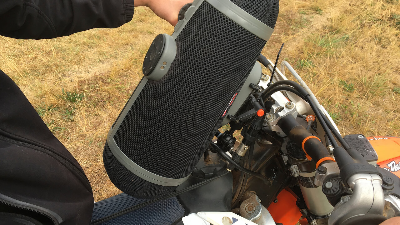 Dirt Bikes What we recorded: Microphone on a bike - detail